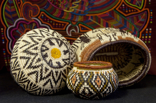 Souvenir「Embera Indian grass basket in front of colorful hand stitched Kuna Indian mola」:スマホ壁紙(9)