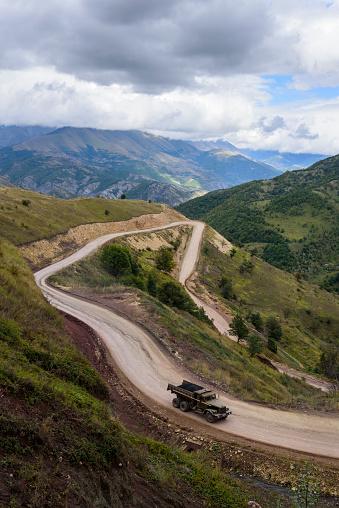 Hairpin Curve「Old truck ascending to Sotk Pass in Nagorno-Karabakh」:スマホ壁紙(17)