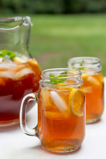 Ice Tea「Iced Tea in Pitcher and Glass Mugs with Lemon and Mint」:スマホ壁紙(0)