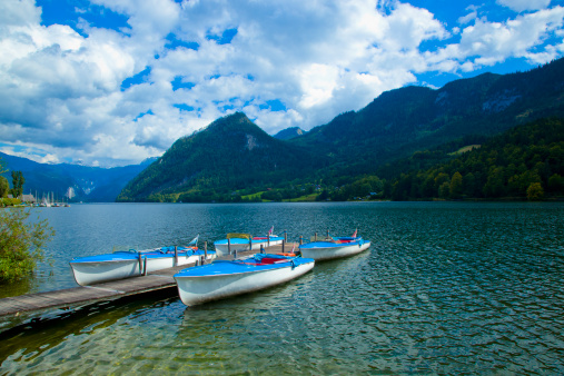 Dachstein Mountains「Boats docked on Lake Grundlsee, Austria.」:スマホ壁紙(5)