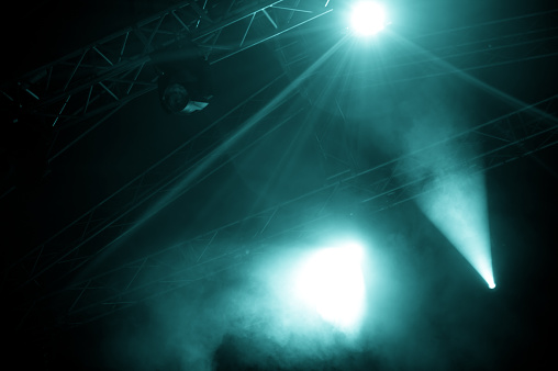 Art And Craft「A view of foggy stage lights emerging from the dark」:スマホ壁紙(4)