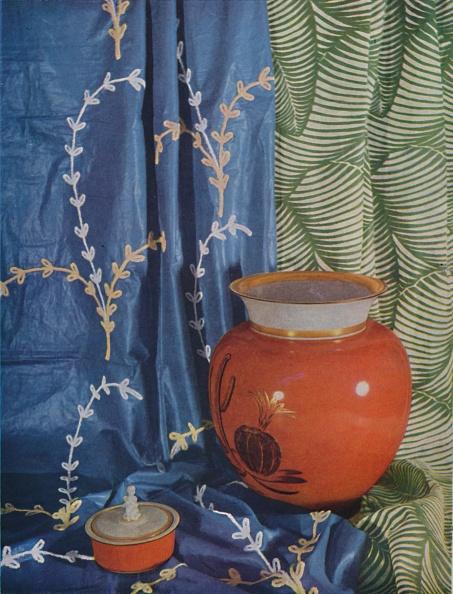 花瓶「Europe And America - Two American Fabrics By Courtesy Of Stroheim And Roman Of New York」:写真・画像(3)[壁紙.com]