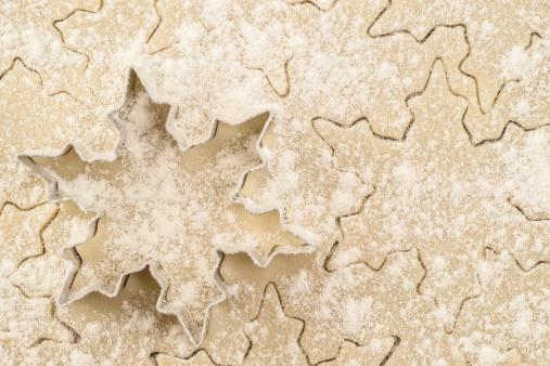 雪の結晶「スノーフレーククッキーカッターに floured やペストリー生地」:スマホ壁紙(11)