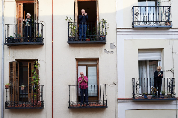 Paying「Spain Begins To Ease Lockdown As Coronavirus Infection Rate Slows」:写真・画像(11)[壁紙.com]