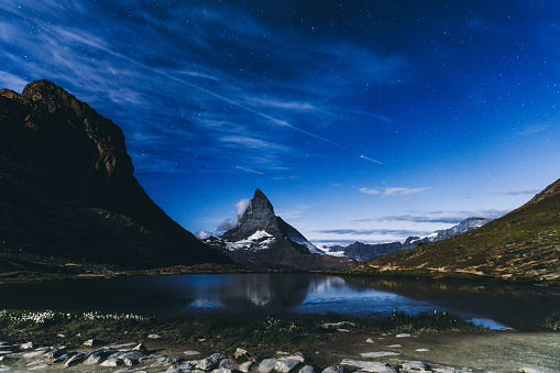 Pennine Alps「Night starry sky above Matterhorn mountain in Swiss Alps」:スマホ壁紙(17)