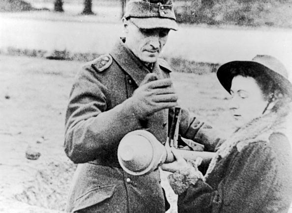 Two People「Panzerfaust」:写真・画像(7)[壁紙.com]