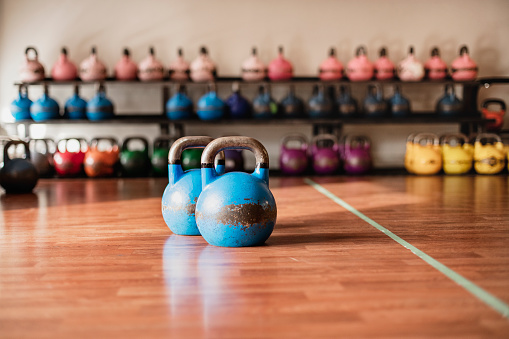 Focus On Foreground「Sets of kettlebells in a gym」:スマホ壁紙(18)