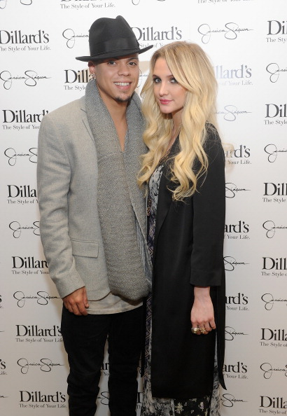 アシュリー・シンプソン「Jessica And Ashlee Simpson Host Jessica Simpson Collection Event At Dillard's NorthPark Center」:写真・画像(17)[壁紙.com]