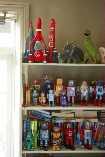 Arrangement「toys on shelf in childs bedroom」:スマホ壁紙(2)