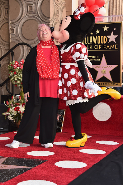 ミニーマウス「Disney's Minnie Mouse Celebrates Her 90th Anniversary With Star On The Hollywood Walk Of Fame」:写真・画像(9)[壁紙.com]