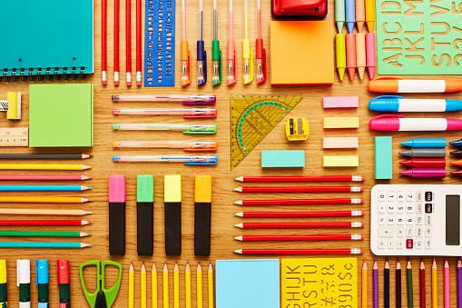 Colored Pencil「Office and school supplies arranged on wooden table - Knolling」:スマホ壁紙(9)