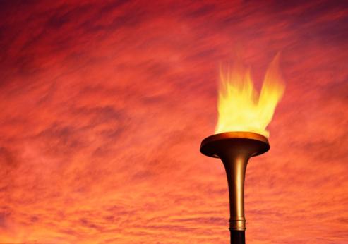 聖火「Flaming torch against sky」:スマホ壁紙(6)