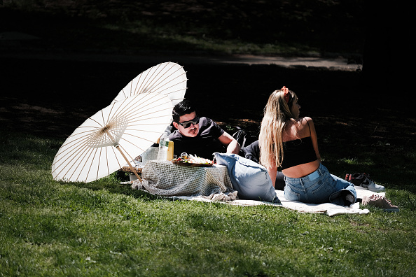 Heat - Temperature「New Yorkers Enjoy Spring Weather In Central Park」:写真・画像(7)[壁紙.com]