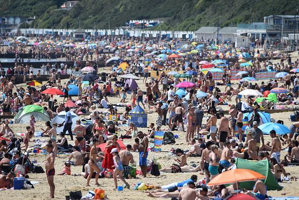 Crowd「May Bank Holiday In The UK Amid Coronavirus Lockdown」:写真・画像(15)[壁紙.com]