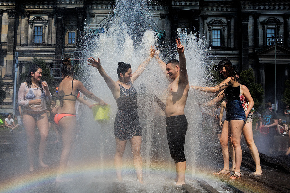 夏「Berliners And Tourists Face Summer Heat」:写真・画像(14)[壁紙.com]