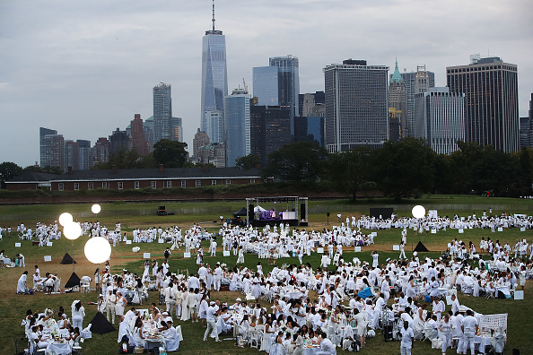 Bestpix「Dinner Guests Stage Annual Diner En Blanc In New York City」:写真・画像(15)[壁紙.com]