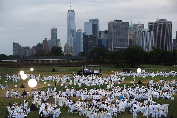 Dinner Guests Stage Annual Diner En Blanc In New York City:ニュース(壁紙.com)