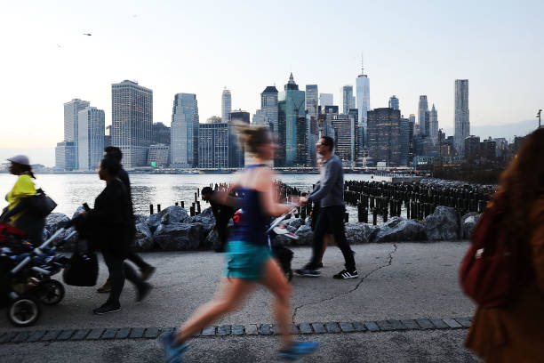 USA「Unseasonable Warm Spell Brings Springlike Weather To New York In February」:写真・画像(4)[壁紙.com]