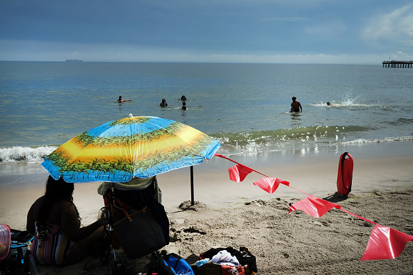 Summer「New York City Beaches Re-Open For Swimming After Closures Due To Pandemic」:写真・画像(17)[壁紙.com]