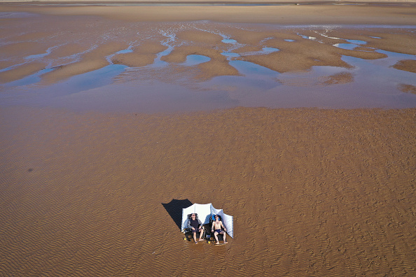 Topix「Coastal North Western England Sees The Effects Of Warnings To Self Isolate」:写真・画像(0)[壁紙.com]