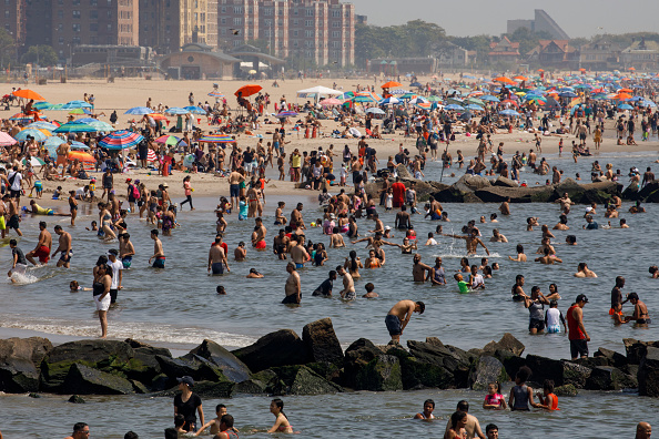 Coney Island - Brooklyn「New York City Hit With Late Summer Heat Wave With Scorching Temperatures」:写真・画像(15)[壁紙.com]