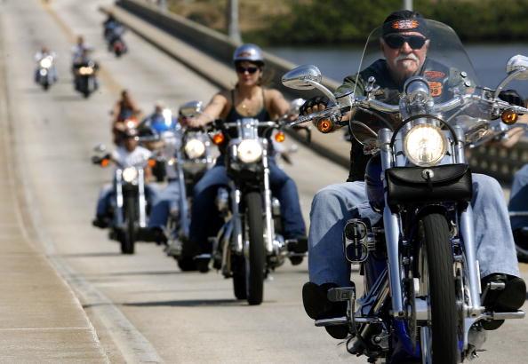 Harley-Davidson「Motorcycle Madness Hits Daytona Beach During Bike Week」:写真・画像(1)[壁紙.com]
