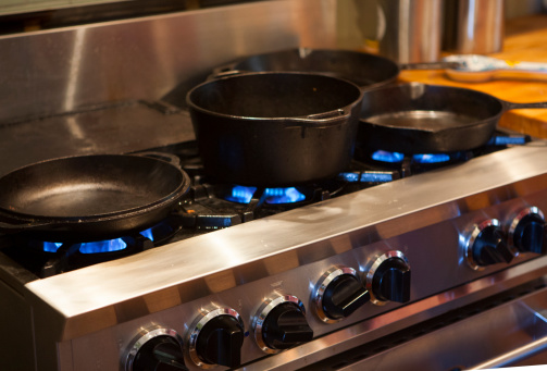 Skillet - Cooking Pan「Professional stove with cast iron skillets and pot」:スマホ壁紙(19)