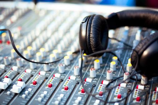 Amplifier「Professional Audio Headphones」:スマホ壁紙(19)