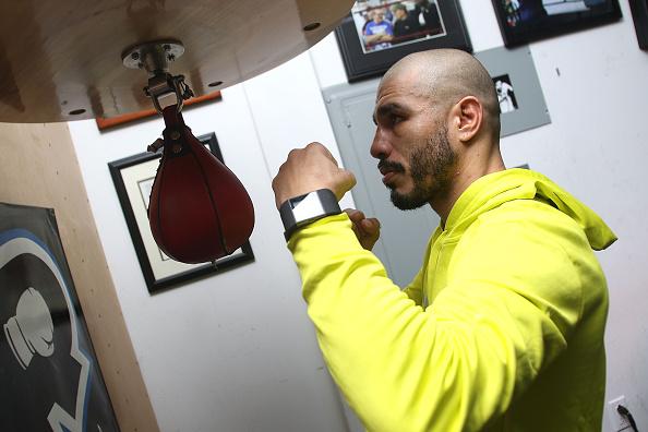 Saul Alvarez「Professional Boxer Miguel Cotto Trains With Fitbit Surge In Preparation For His Fight On Nov. 21 With Canelo Alvarez」:写真・画像(13)[壁紙.com]