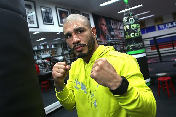 Saul Alvarez「Professional Boxer Miguel Cotto Trains With Fitbit Surge In Preparation For His Fight On Nov. 21 With Canelo Alvarez」:写真・画像(17)[壁紙.com]