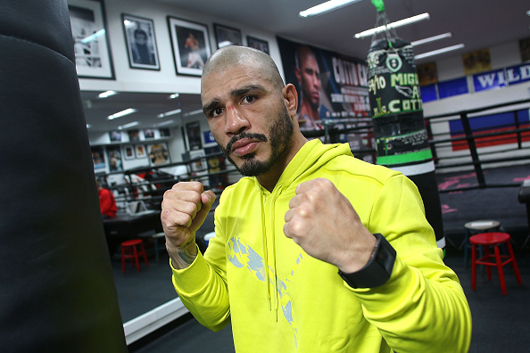 Saul Alvarez「Professional Boxer Miguel Cotto Trains With Fitbit Surge In Preparation For His Fight On Nov. 21 With Canelo Alvarez」:写真・画像(10)[壁紙.com]
