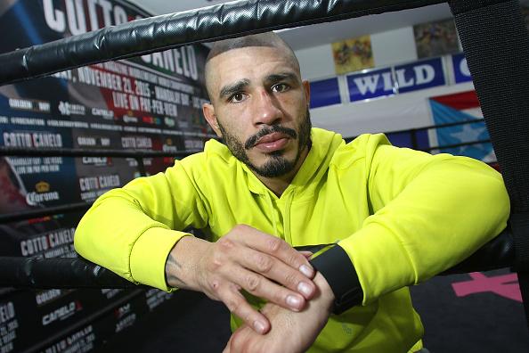 Saul Alvarez「Professional Boxer Miguel Cotto Trains With Fitbit Surge In Preparation For His Fight On Nov. 21 With Canelo Alvarez」:写真・画像(16)[壁紙.com]