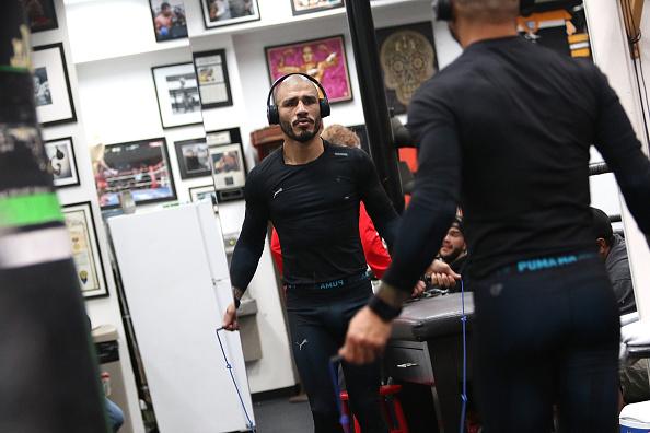 Saul Alvarez「Professional Boxer Miguel Cotto Trains With Fitbit Surge In Preparation For His Fight On Nov. 21 With Canelo Alvarez」:写真・画像(18)[壁紙.com]