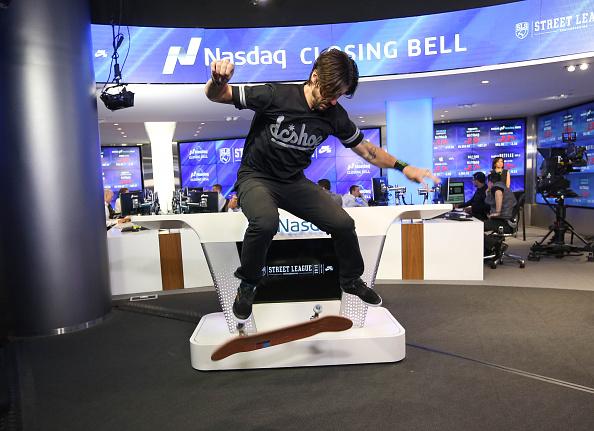 Visit「Street League Skateboarding Rings The NASDAQ Closing Bell」:写真・画像(9)[壁紙.com]