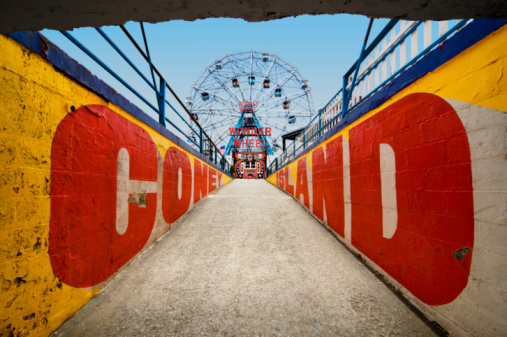 Coney Island - Brooklyn「Ferry wheel at amusement park with passageway in foreground」:スマホ壁紙(1)