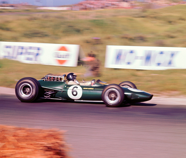 Lotus - Brand-name「James Clark driving a 1966 Lotus 33 Climax V8」:写真・画像(12)[壁紙.com]