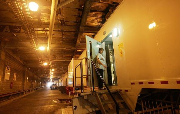 MRI Scanner「New Orleans Hospital Struggles To Recover From Katrina」:写真・画像(2)[壁紙.com]