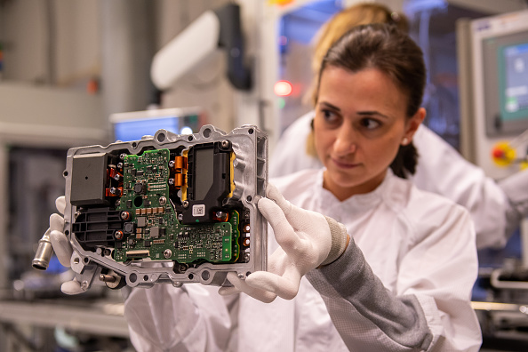 Industry「Electric And Hybrid Car Components Production At Continental AG」:写真・画像(3)[壁紙.com]