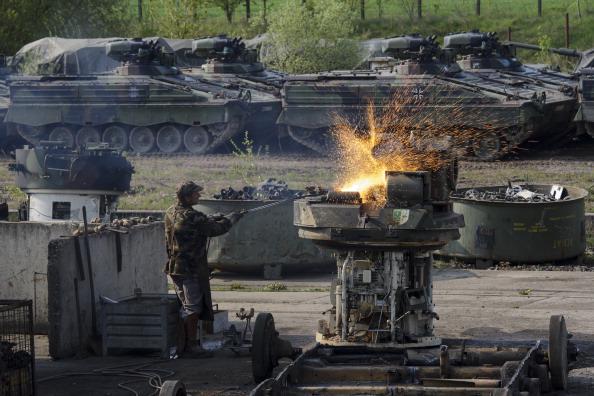 Metal Industry「German Company Dismantles Europe's Excess Military Hardware」:写真・画像(11)[壁紙.com]