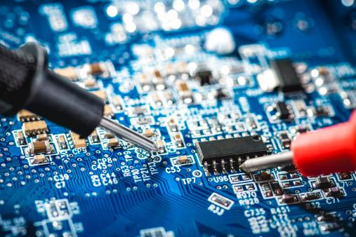 Engineer「Technician checks the voltage」:スマホ壁紙(10)