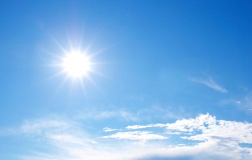 透明「青い空と太陽」:スマホ壁紙(3)