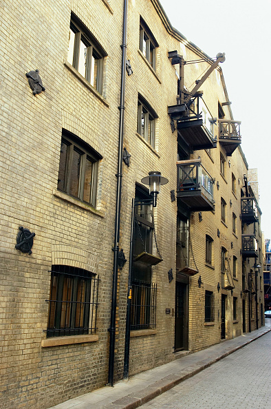 Vitality「London regeneration. Victorian warehouses in the dockland area reconverted in expensive flats.」:写真・画像(5)[壁紙.com]