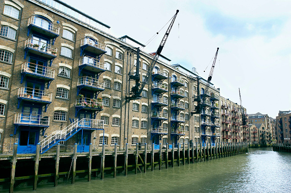 Vitality「London regeneration. Victorian warehouses in the dockland area reconverted in expensive flats.」:写真・画像(7)[壁紙.com]