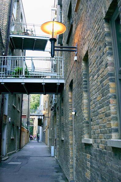 Real Estate「London regeneration. Victorian warehouses in the dockland area reconverted in expensive flats.」:写真・画像(8)[壁紙.com]