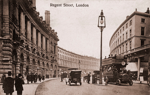 Morning「London -  Regent Street with early trams, cars. In early 1900s.」:写真・画像(18)[壁紙.com]