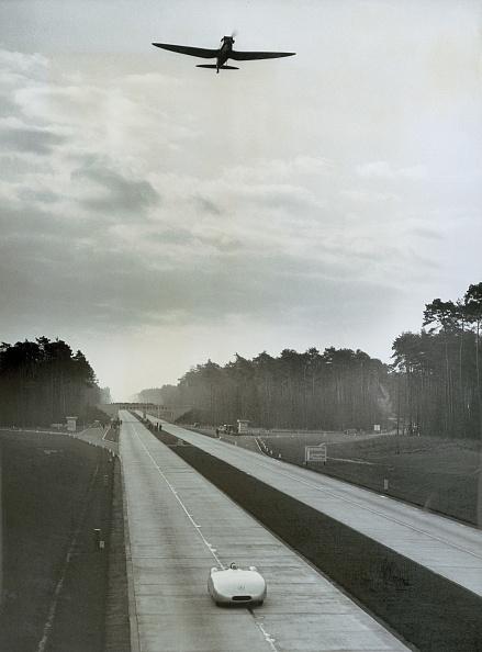 ダイムラーAG「Race at the Reichsautobahn (express highway)」:写真・画像(18)[壁紙.com]