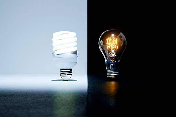 Eco-friendly light bulb vs. old light bulb:スマホ壁紙(壁紙.com)