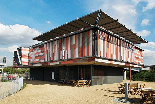 Picnic Table「Eco-friendly architecture at RSPB centre, Rainham Marshes, Essex, UK」:写真・画像(7)[壁紙.com]