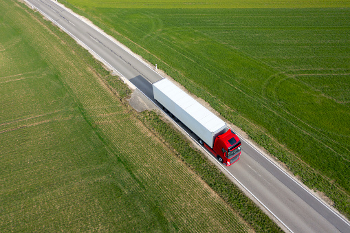Heavy「Truck on the Road, Aerial View」:スマホ壁紙(2)