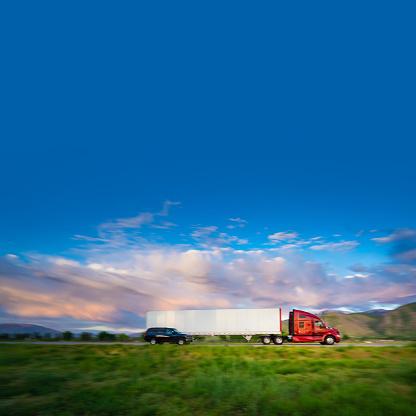 Struggle「Truck on the road」:スマホ壁紙(12)